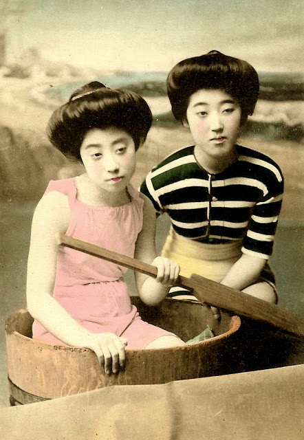 Vintage Photos of Swimsuit Girls of Old Japan (12)