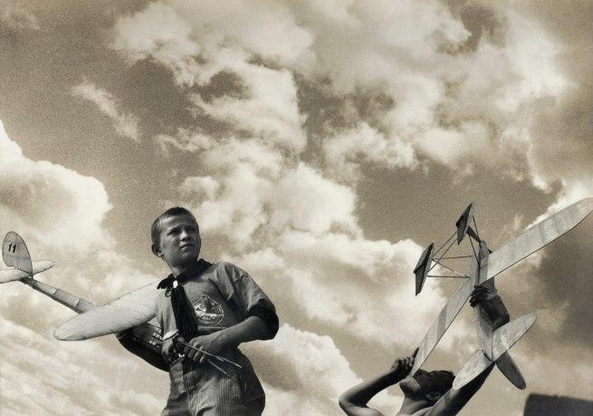 alexander-rodchenko-warwara-stepanowa-young-gliders-web1
