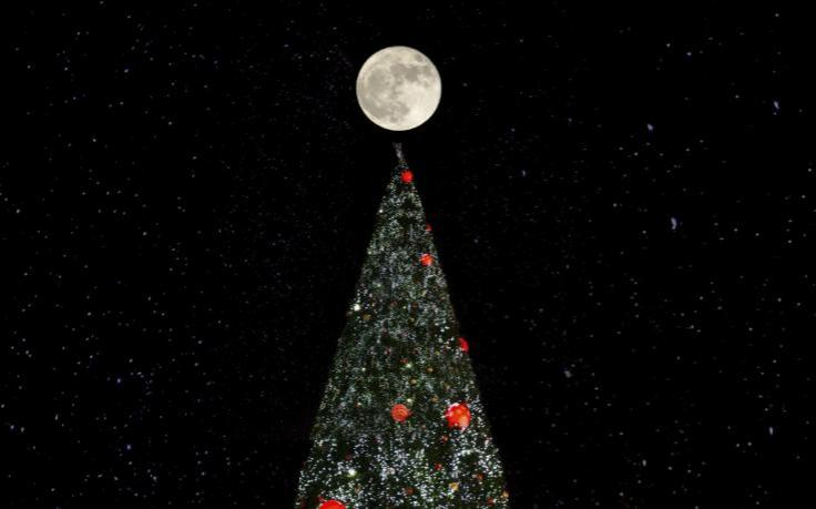 xmas-tree-moon-auimeesri