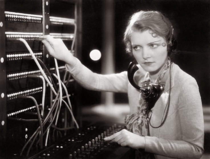 women-telephone-operators-at-work-12